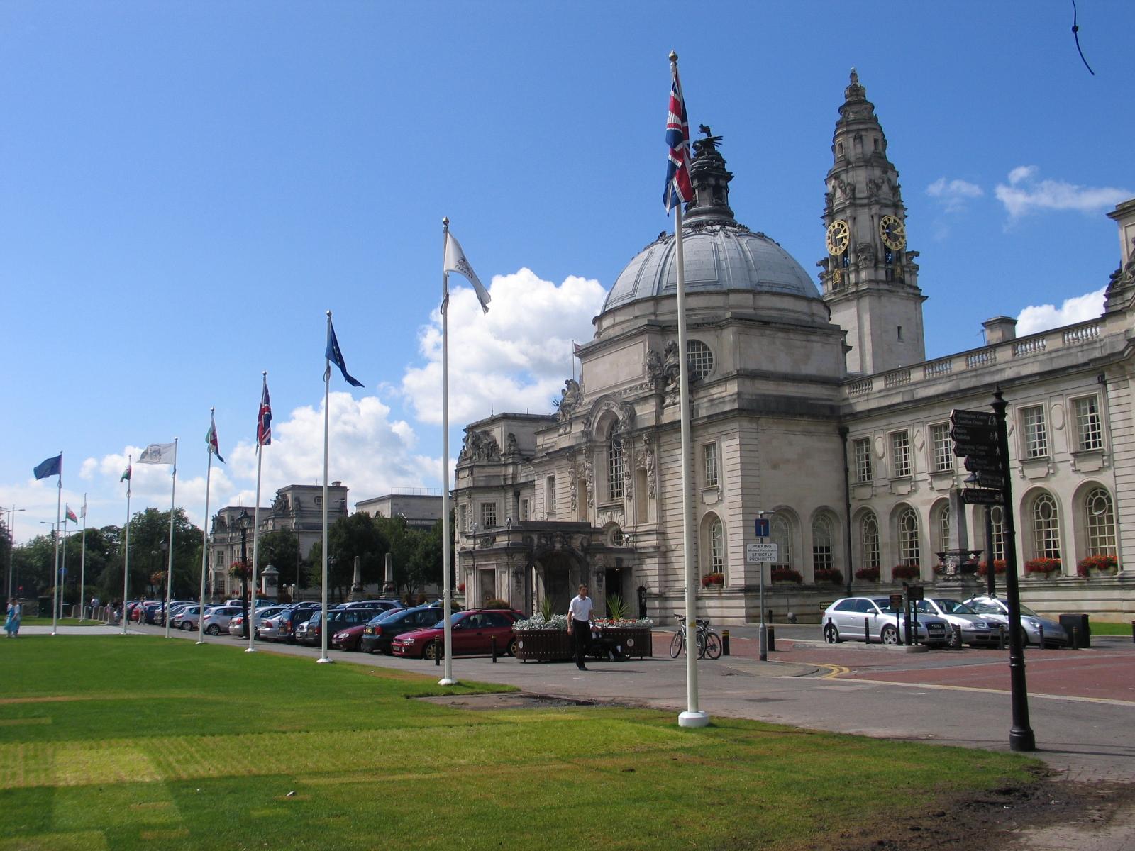 Cardiff_city_hall